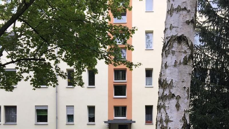 Angeboten wird eine gepflegte, gut geschnittene 3-Zimmer Eigentumswohnung
