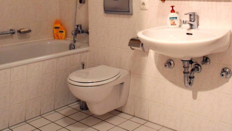 Bäder und WC-Räume erhielten Keramikbeläge.
