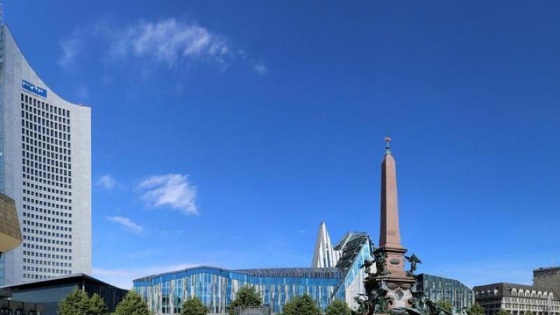 ... auf dem Augustusplatz, der mit 40.000 m² zu einer der größten Plätze Deutschlands zählt,