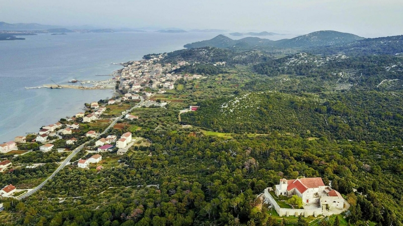 05_nachhause-immobilien_40279e11a61e327e9d4da60dd2e608b0c25f0713 Mit traumhaftem Meerblick ... Sanierungsbedürftiges Natursteinhaus auf der Insel Pasman