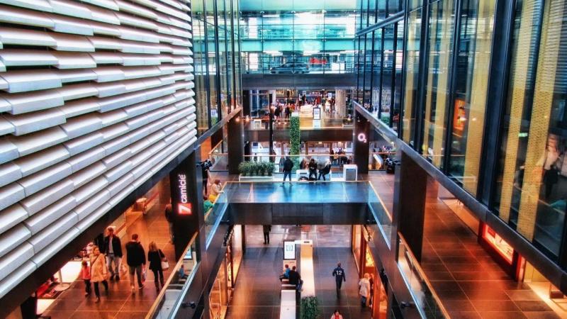Shopping in modernen Kaufhäusern