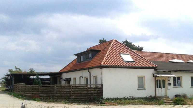 Grundstück, bebaut mit einem Wohnhaus,
